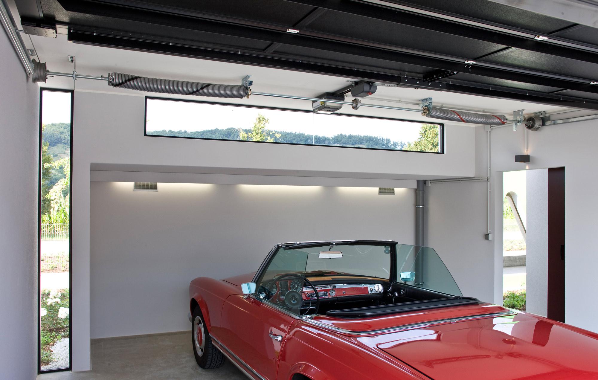 Großraumgarage mit Fenster