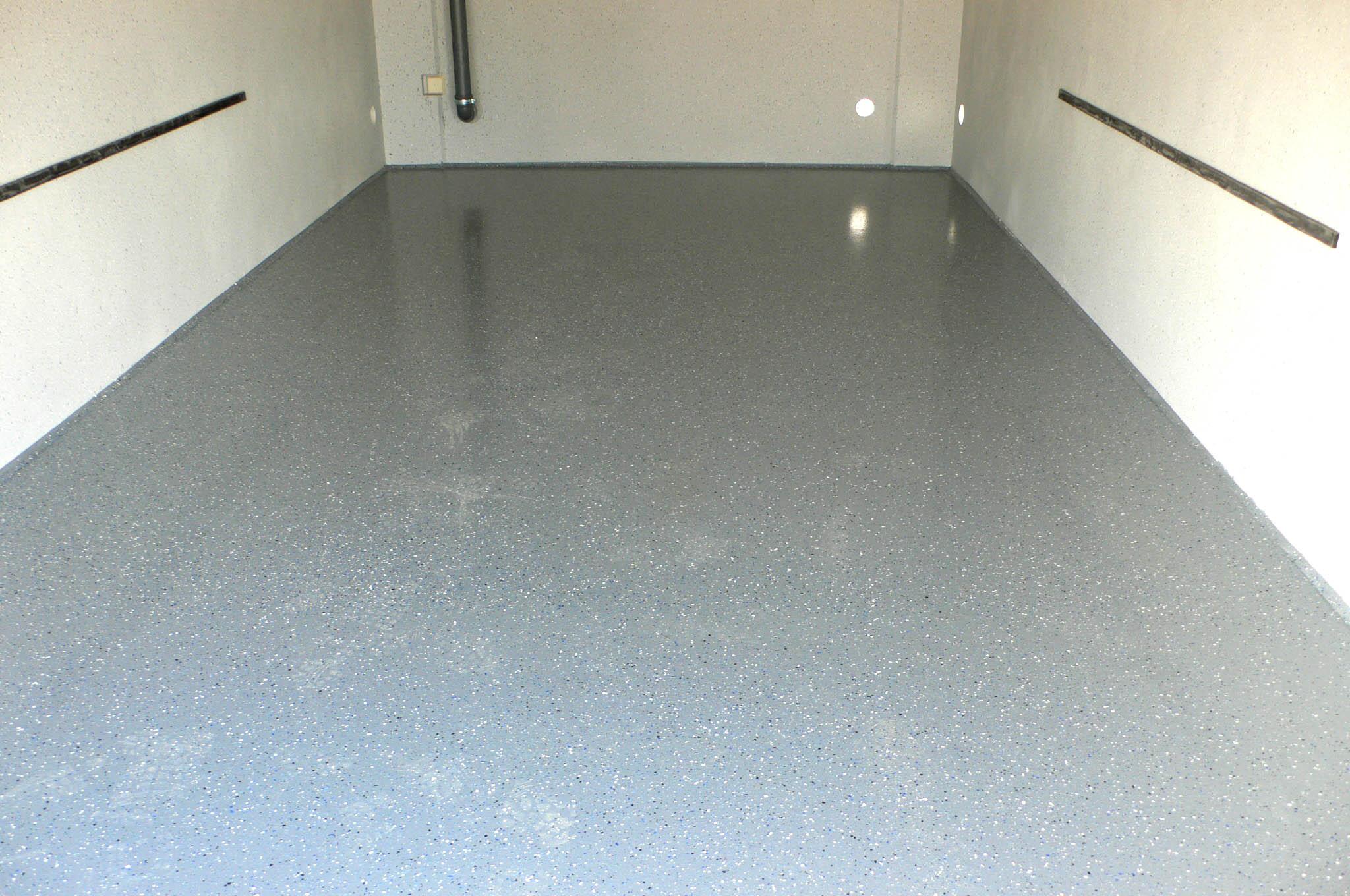 Ausstattung der Garage mit Bodenbeschichtung