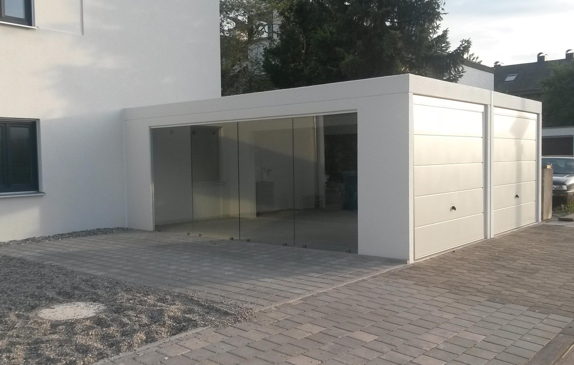 Doppelgarage mit Fensterwand