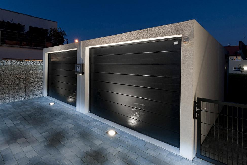 Doppelgarage mit LED-Spots