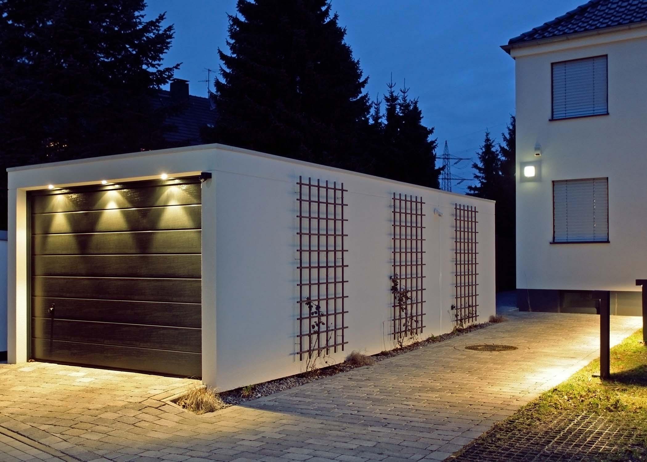 Einzelgarage mit LED-Spots