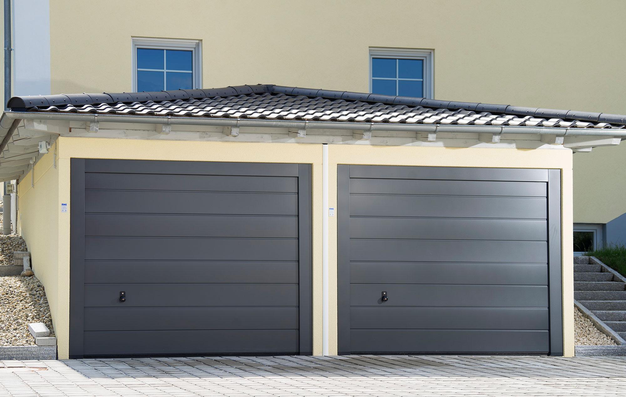 Doppelgaragen mit Zeltdach